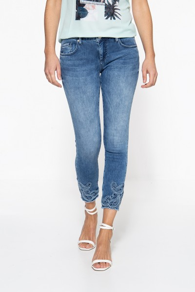 ATT JEANS Slim Fit Jeans mit Stickereien am Saum Leoni